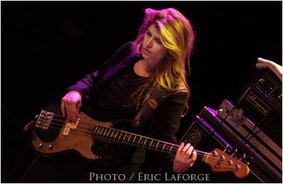 La-bassiste-bis