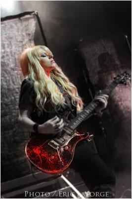 Les femmes et la musique dans Etude Cooper-La-guitariste-2