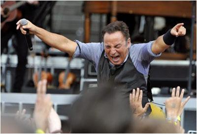 Bruce-exulte dans Concert